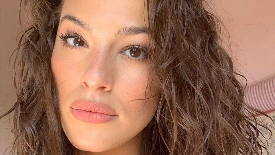 Total sympathisch: Ashley Graham pfeift auf Fitnessroutine!