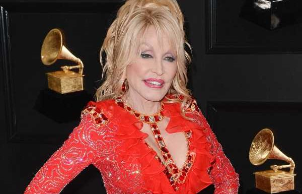 """Dolly Parton: Ihr Weihnachtsalbum """"A Holly Dolly Christmas"""""""