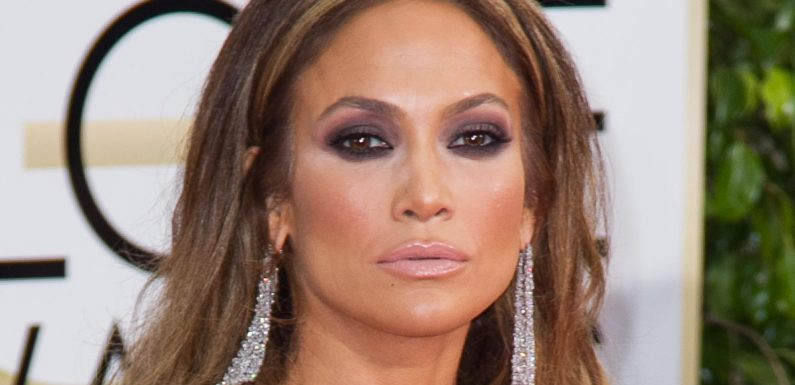 Jennifer Lopez versext ihre Fans im knappen Badeanzug