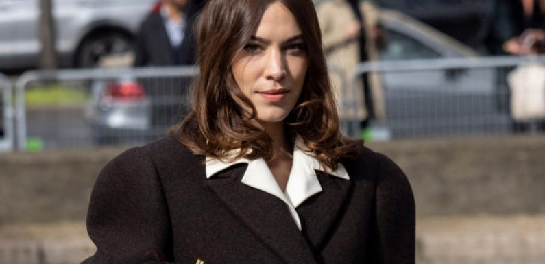 "Alexa Chung hat eine ""idiotensichere"" Make-up-Routine"