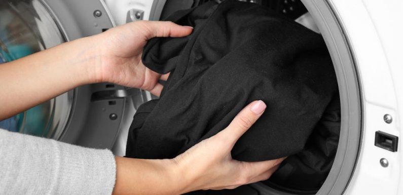 So behält schwarze Wäsche ihre intensive Farbe