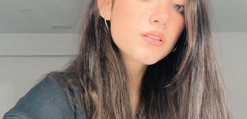 TikTok-Star Charli D'Amelio: Cooler Look mit Crop-Top und Rock