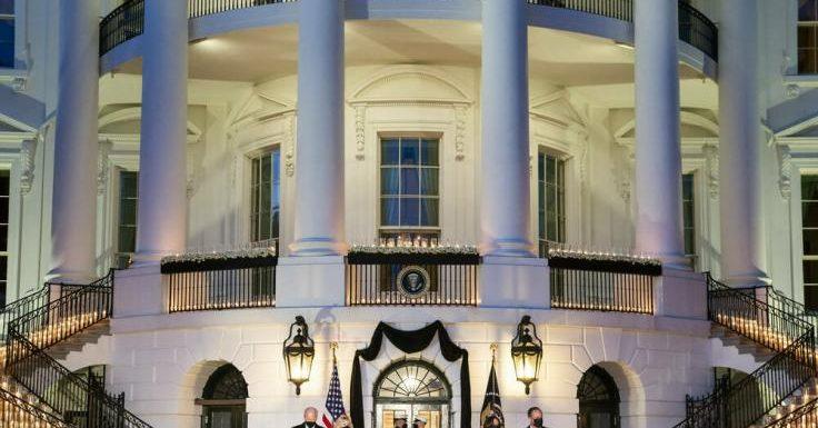 Corona: Kerzenmeer vor dem Weißen Haus: Joe Biden erinnert an die Corona-Toten