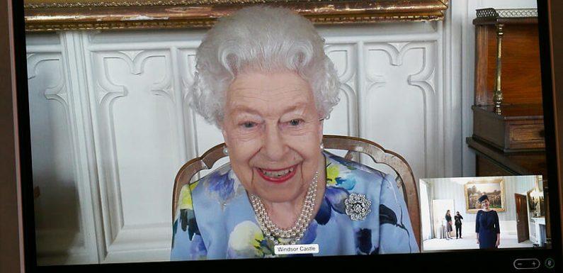 Queen Elisabeths erster Auftritt nach Prinz Philips Tod: Sie lächelt wieder