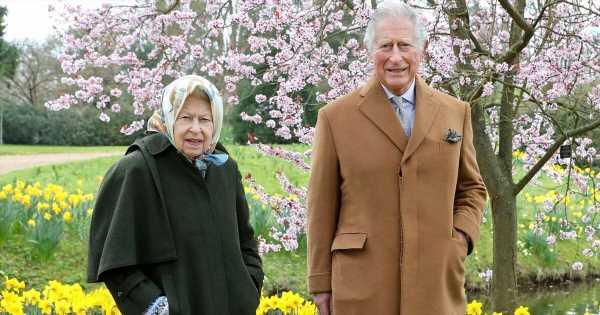 Auch die Queen und Prinz Charles treffen sich zum Spaziergang