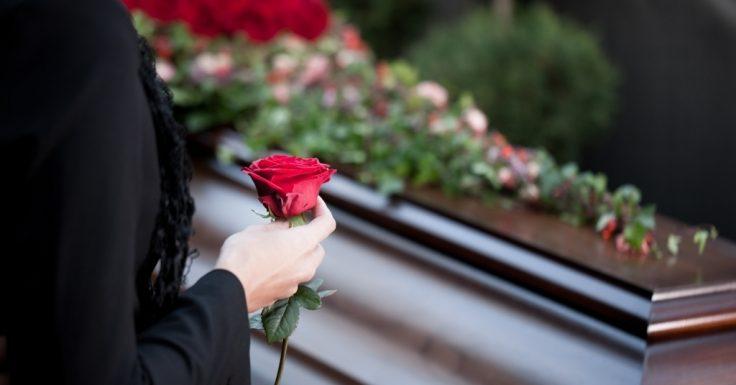 Evelyn Sakash ist tot: Sie lag leblos im Müll! Emmy-Gewinnerin (66) gestorben