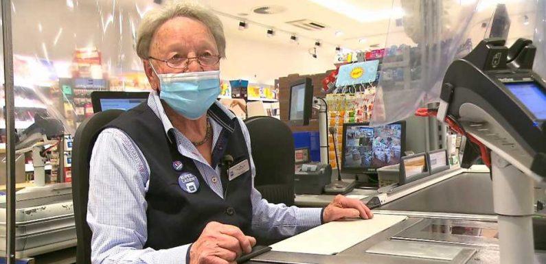 Hamburg: Mit 85 Jahren – Drogeriemarkt-Kassiererin Hannelore zieht durch!