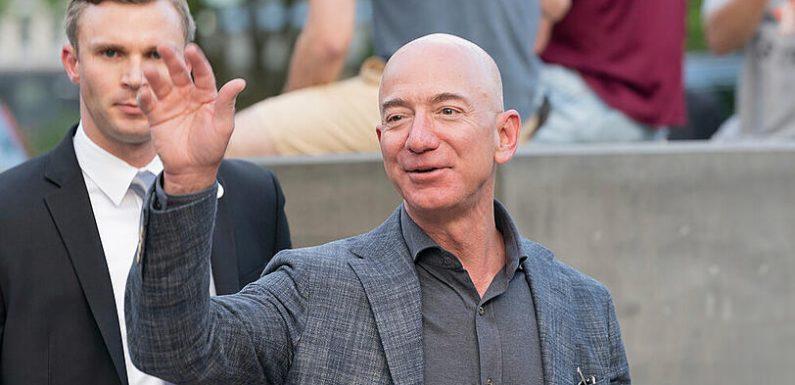 Amazon-Gründer Jeff Bezos fliegt im Juli ins Weltall