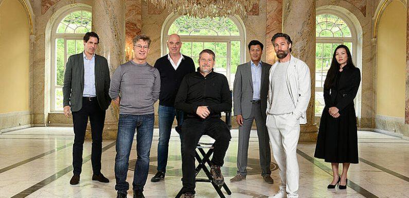 Tobias Moretti steht für 'Das Netz' vor der Kamera