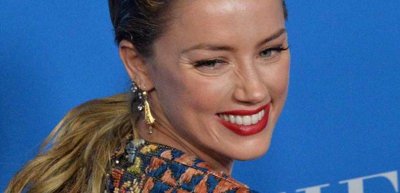 Amber Heard: Hier kuschelt sie mit Baby Oonagh in der Küche