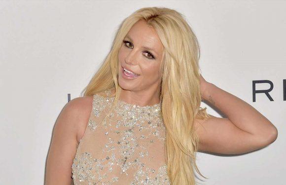 Britney Spears bedeckt Brüste nur mit ihren Händen – Befreiung von Papa Jamie?