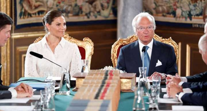 König Carl Gustaf und Prinzessin Victoria müssen ihren Urlaub unterbrechen