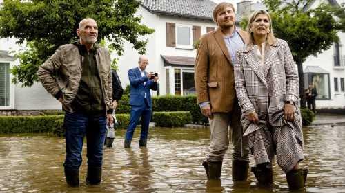 Willem-Alexander und Máxima besuchen das überschwemmte Valkenburg