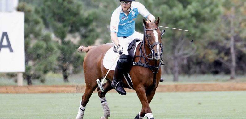 Überraschungs-Auftritt: Prinz Harry taucht bei Polospiel auf
