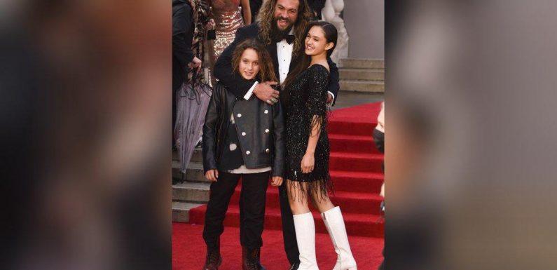 Bond-Premiere: Jason Momoa posiert mit seinen Kindern