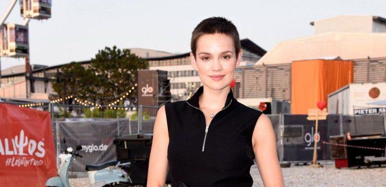 Emilia Schüle spielt ikonische Königin Marie-Antoinette in neuer Serie