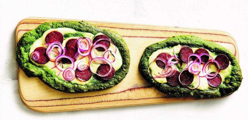 Glutenfreier Flammkuchen: Spinatfladen mit Cabanossi nach Doc Essers Rezept