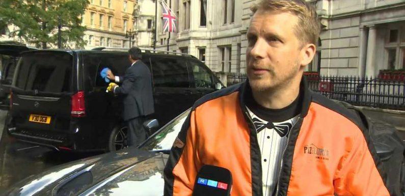 Oliver Pocher fliegt zur Premiere des neuen Bond-Streifens – und das ohne Ticket?!