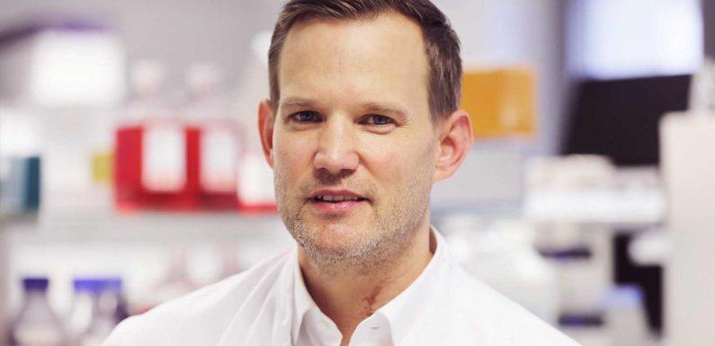 Echt jetzt? Kult-Virologe Prof. Dr. Hendrik Streeck wird Laufstegmodel