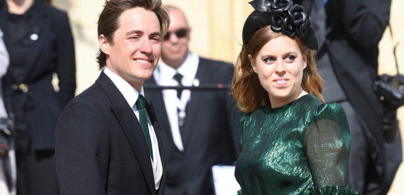 Prinzessin Beatrice: Beim Spaziergang mit Baby Sienna strahlt sie vor Glück